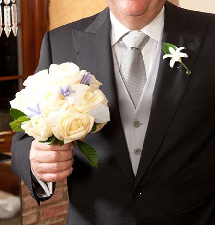 tips de trajes para padres de los novios; roles de boda; familia de