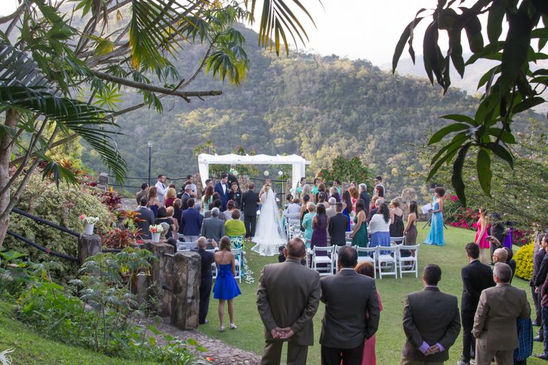 Todo lo que debes saber si harás tu boda en un jardín
