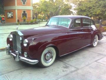 Empresa familiar que se dedica al traslado de bodas en sofisticados vehículos antiguos Rolls Royce