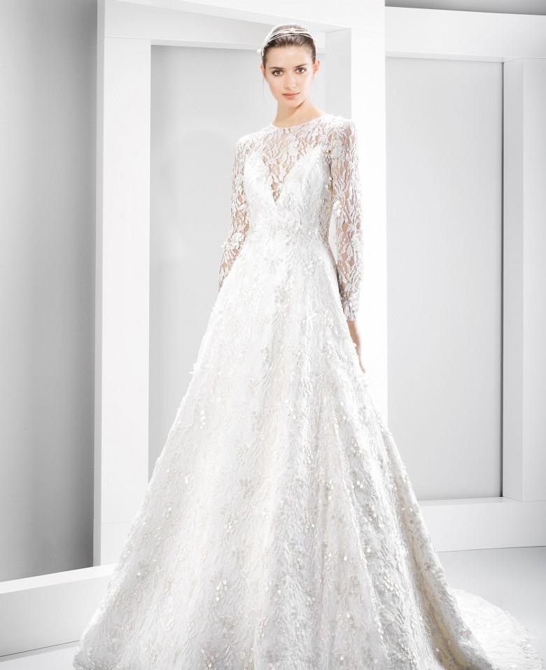 70145c916 Jesús Peiró fundada en 1988 en España está presente en más de 20 países. La  firma ha logrado ser un referente en el sector de trajes de novias con una  ...